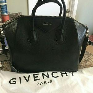 Givenchy Antigona Medium Black Grained